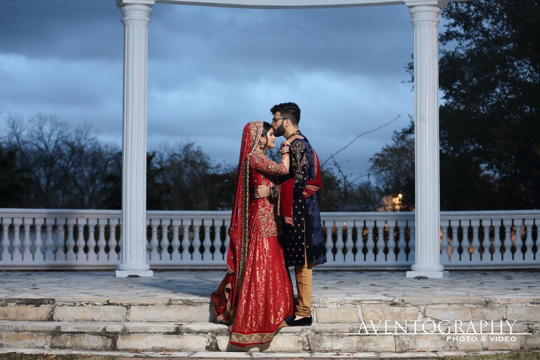 Wedding day kisses
